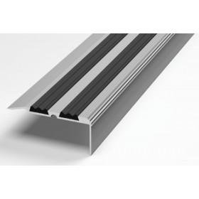 Профиль для ступеней входной группы ПУ 07 анод серебро 01л с черной вставкой 470